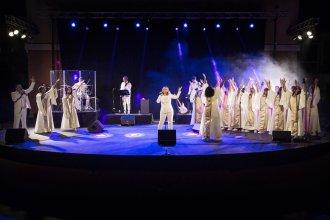 amazing-grace-tour-image-5-1569425843-61773