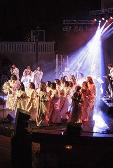 amazing-grace-tour-image-9-1569425901-61781